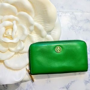 Tory Burch | Kelly Green Zip Around Robinson